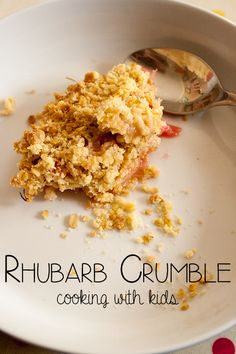Rhubarb Crumble Recipe ideal to cook with kids,