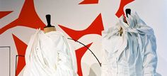 Le MoMu Fashion Museum Antwerp rend hommage à ceux qui ont révolutionné la mode/Discover an exhib' about on those who transformed the fashion/La città di Anversa, Belgio presenta una mostra sulla mode a traverso il 20e secolo.