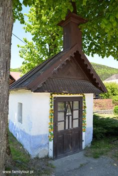 Odetchnij na świeżym powietrzu i poczuj moc wakacji ! Čičmany European Countries, Malaga, Czech Republic, Gazebo, Outdoor Structures, Cabin, Country, House Styles, Home Decor