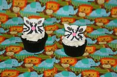 How to make zebra cupcake toppers • CakeJournal.com