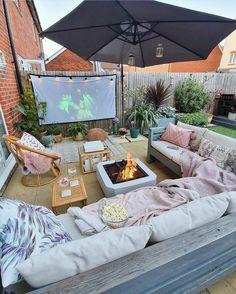Cozy Backyard, Backyard Patio Designs, Cozy Patio, Backyard Treehouse, Backyard Movie, Outdoor Cinema, My Dream Home, Outdoor Living, Outdoor Fire