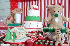 O Natal é uma época mágica, em especial para as crianças. As luzes, cores, presentes, lembranças da família reunida a espera do Papai Noel, fica guardado para sempre nos corações e nas mentes.  Pensando nisso, selecionamos algumas ideias, que mostram a possibilidade de criar uma mesa só para as crianças mesmo na noite de véspera de Natal, ou ainda para o almoço do Dia de Natal a fim de deixar esse dia ainda mais inesquecível.