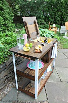 Upgrade your outdoor space with these fun and totally doable patio diy ideas. Beginners to advanced diyers will find a great project here! Bar Patio, Patio Diy, Backyard Bar, Backyard Hammock, Patio Steps, Sloped Backyard, Patio Bench, Backyard Seating, Budget Patio