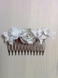 Modelo Pisana (1 disponible) #arcilla #tocado #nacarado #boda #flores #blanco #plateado