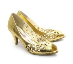 Baits 'Holiday' cut out design ladies peep toe pump in Gold
