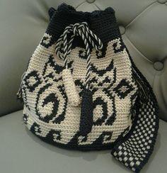 My mochila bag Crochet Slipper Pattern, Crochet Slippers, Crochet Patterns, Crochet Purses, Crochet Bags, Crochet Home, Diy Crochet, Gato Crochet, Mochila Crochet