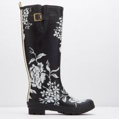 Joules Welly Print Black Floral Wellies #gardening #floral #print #design #joules #christmas #gifts #giftsforher #fashion #style #winter #rainboots #wellies