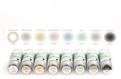 La pintura Chalk Paint en formato Spray. Pintura al agua en spray efecto tiza de acabado ultramate en 8 colores de tendencia chalky. Pinta de forma rápida todo tipo de superficies. Indeleble una vez seco, muy adherente e inodoro.  Para aplicar la pintura Chalk Paint en superficies difíciles y complicadas de forma cómoda y rápida sin necesidad de imprimación.  Resultado uniforme en superficies de difícil aplicación. Consigue pintar formas complejas y recobecos.