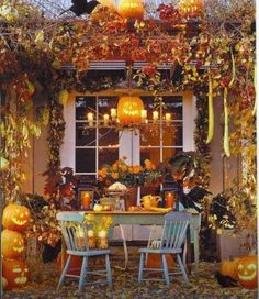 Fall is upon us and I LOVE decorating