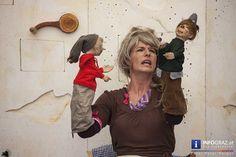 Die Gruppe #Handmaids Berlin bringt mit dem '#Räuber #Hotzenplotz' einen Klassiker auf die Bühnen im Rahmen von LA STRADA #Graz. Bei ihrem Kampf um Gerechtigkeit und Wiedergutmachung lässt sich die resolute #Großmutter vom jungen Grazer Publikum tatkräftig unterstützen – kein Kunststück, denn Dramaturgie und schauspielerischer Einsatz der Akteure begeistern nicht nur das Jungvolk sondern auch die begleitenden Erwachsenen… #GruppeHandmaidsBerlin #RäuberHotzenplotz #jungesGrazerPublikum… Berlin, Events, Graz, Acting, Parisian, Baby Favors, Group