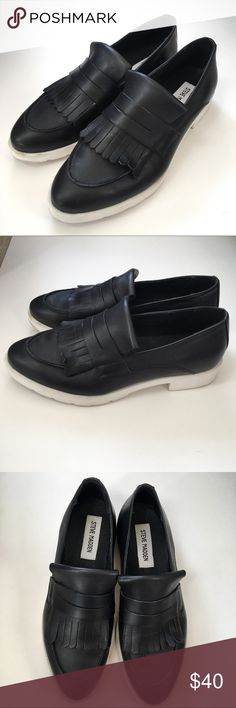 Steve Madden Black Fringe Loafers - Size 9 Cute, comfortable, and right on trend! Super cute with mom jeans. The black and white coloring is super versatile.   Size 9. Excellent used condition. Steve Madden Shoes Flats & Loafers
