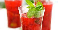 En frisk och god drink med vodka, frysta hallon och mynta. Du kan också använda hallonvodka, Bacardi Torched Cherry, rom eller annan sockerrörssprit. Recept från boken Venus drinkar.