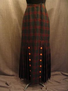 1915, pleated plaid skirt