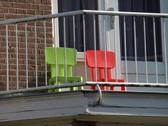 Ikea stoeltjes op een Nijmeegs balkon