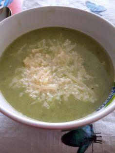 Gyorsan elkészíthető, meleg leves rohanós hétköznapokra. Én most ementáli sajttal készítettem, de növényi sajttal is nagyon finom. Hozzával...