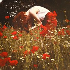 Art red hair, red poppies l-amour