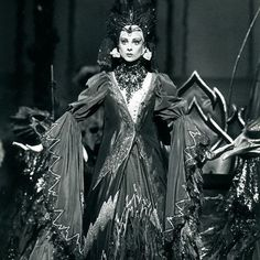 #FlashbackFriday to Lynette Wills as Carabosse in Maina Gielgud's The Sleeping Beauty ... You'll see Lynette appear as the very same wicked fairy in David McAllister's production - opening Tuesday! #TABSleepingBeauty Branco Gaica