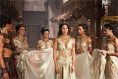 La princesse Dejah Toris entourée de ses servantes