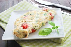 egg white omelet // pretty, fast, fresh, only 149 calories and 19 grams of protein via Healthy Recipes #healthy