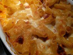 pâtes, lait, beurre, farine, concentré de tomates, mozzarella, chorizo, gruyère râpé, parmesan râpé, Sel, poivre