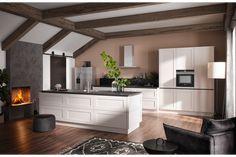 Tischlerei Bauer zeigt eine formschöne Inselküche mit matt-weißen Fronten von Häcker Küchen. Tischlerei Bauer zeigt Häcker Küchen | www.tischlerei-bauer.at