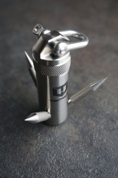 Tips And Techniques For survival gear bug out bag Survival Life Hacks, Survival Tools, Survival Equipment, Survival Stuff, Survival Weapons, Edc Gadgets, Cool Gadgets, Tactical Knives, Tactical Gear