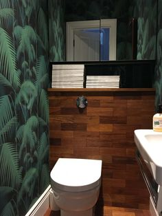 Downstairs toilet ideas small wallpaper 43 – Candle Making Small Wc Ideas Downstairs Loo, Cloakroom Toilet Downstairs Loo, Cloakroom Wallpaper, Wallpaper Toilet, Small Toilet Room, Small Bathroom, Bathroom Green, Bathrooms, Bad Inspiration