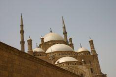 Escursione Da Sharm el Sheikh al Cairo in Aereo.     Il museo egizio, le Piramidi e la Sfinge, Guida locale parlante in italiano , il Pranzo durante la visita, Volo interno Sharm/cairo /Sharm.
