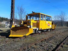 Stationnée à Neussargues, cette Draisine DU 65 CN ( Chasse-Neige) rénovée et équipée pour les missions «SNCF Réseau», se présente sous ses meilleurs atours de quinquagénaire. 15 février 2021 Photo Stéphane SIBOTTous droits réservés