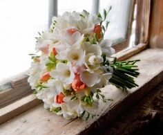 buchete de mireasa frezii - Căutare Google Bride Bouquets, Floral Bouquets, Boquet, Wedding Flower Photos, Floral Wedding, Wedding Flowers, Woodsy Wedding, Bouquet Wedding, Gardens