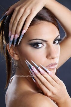 Nails: Simona Ganderova  Make up: Valentina Guria  Foto: Cristina Silletti - www.bluelime-adv.com  © Nonsolounghie - Crystal Nails