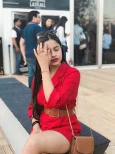 Amazon India Fashion Week AW18 Street Style Trends Let me start by stating the obvious, Fashion Week obviously is all about fashion. Fashion is seen not only on the runways but on the streets as well. I was super excited to click street style at Amazon India Fashion Week this time, though it was pretty …