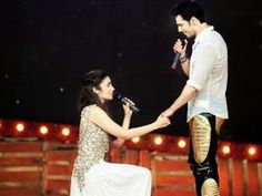 Alia Bhatt proposes Varun Dhawan at a live event
