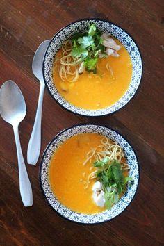 Sopa de Peixe com Abóbora, Leite de Coco e Gengibre New Recipes, Soup Recipes, My Favorite Food, Favorite Recipes, Soups And Stews, Meal Prep, Seafood, Curry, Good Food