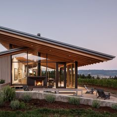 Wine Tasting Room by Lever Architecture. US studio Lever Architecture has completed a tasting room for a family-owned winery that features sloped roofs with deep overhangs, and walls made of cedar and glass. Wood Architecture, Beautiful Architecture, Modern Residential Architecture, Minimalist Architecture, Minimalist Design, Oregon Wine Country, Wine Tasting Room, Design Exterior, Bungalows