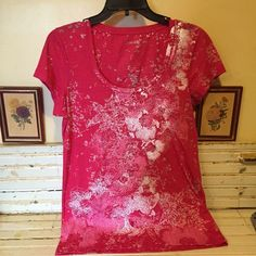 Calvin Klein summer tee shirt L Abstract floral print T-shirt with a few sequins thrown in the lighter spots or share any muted hot pink color. Reads size extra-large but woukd better fit a size large 36 inches around 29 inches in length Calvin Klein Tops Tees - Short Sleeve