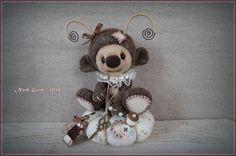 Créature elfique en laine cardée brun chiné et son coussin pique aiguille : Accessoires de maison par la-fee-chiffonnee