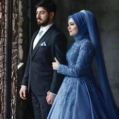 Görüntünün olası içeriği: 2 kişi, ayakta duran ins Hijabi Wedding, Muslimah Wedding Dress, Muslim Wedding Dresses, Blue Bridesmaids, Blue Bridesmaid Dresses, Wedding Bridesmaids, Bridal Hijab, Hijab Bride, Couple Wedding Dress