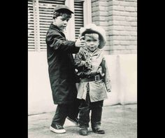 Ron and Clint Howard on The Andy Griffith Show. Little Clint sure was a cutie and so funny. Clint Howard, Ron Howard, Classic Hollywood, Old Hollywood, Barney Fife, Don Knotts, The Andy Griffith Show, Old Shows, Child Actors
