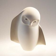 Owl sculpture by France Fauteux Clay Birds, Ceramic Birds, Ceramic Animals, Ceramic Clay, Ceramic Pottery, Pottery Art, Sculptures Céramiques, Bird Sculpture, Sculpture Ideas