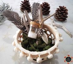 Φτιάξτε εύκολα και γρήγορα κομψά γούρια! Wicker Baskets, Diy And Crafts, Diy Projects, Table Decorations, Christmas, Greek, Magic, Xmas, Navidad