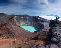 Камчатка, кислотное озеро в кратере вулкана Малый Семячик