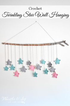 Twinkling Stars Crochet Wall Hanging - Make this pretty and simple wall hanging, perfect for a baby's room. This wall hanging is an awesome weekend project! hanging Twinkling Stars Crochet Wall Hanging - Whistle and Ivy Crochet Wall Art, Crochet Baby Mobiles, Crochet Bunting, Crochet Garland, Crochet Wall Hangings, Crochet Mobile, Crochet Stars, Crochet Decoration, Crochet Home Decor