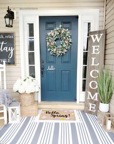 LOVE the flowers on the box and the large rug under the welcome mat. Small Front Porches, Farmhouse Front Porches, Farmhouse Homes, Farmhouse Decor, Country Porch Decor, Painted Front Porches, Front Porch Plants, Summer Front Porches, Front Door Colors