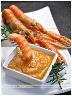 Salseando en la cocina: Cigalas a la plancha y salsa romesco.
