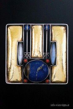 Brooch, Design: Josef Hoffmann, Execution of Wiener Werkstätte/ Karl Ponocny 1905 5cm x 5,1cm, Silber, Gold, Koralle, Lapislazuli,Mondstein