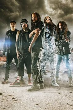 Korn-This band is absolutely incredible. They have one of the most unique sounds EVER and they can perform like no other. Definitely one of the best bands that I've seen live. Heavy Metal Rock, Nu Metal, Heavy Metal Music, Heavy Metal Bands, Korn, Music Love, Music Is Life, My Music, Music Stuff