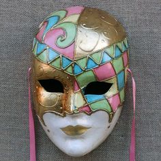 Ca 'Macana creates and sales the best Venetian carnival masks and offers workshops to decorate Venetian masks for families, groups, and professionals. Ceramic Mask, Porcelain Ceramics, China Porcelain, Porcelain Tiles, Painted Porcelain, Porcelain Dolls For Sale, Porcelain Jewelry, Doll Tattoo, Venetian Carnival Masks