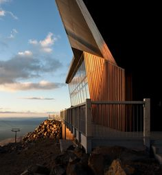 Image 4 of 34 from gallery of Knoll Ridge Cafe / Harris Butt Architecture. Photograph by Simon Devitt Creative Architecture, Architecture Photo, Amazing Architecture, New Zealand Mountains, New Zealand Architecture, Cafe Seating, Glass Facades, Terrace, 3 D