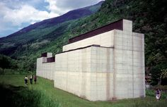 """The museum designed by Peter Märkli and Stefan Bellwalder and completed in 1992 is seen as an """"architectonic approach to art"""". The building was specifically Dundee, Arch Architecture, Amazing Architecture, Small Doors, Concrete Structure, Roof Light, Concrete Blocks, Design Museum, Brutalist"""